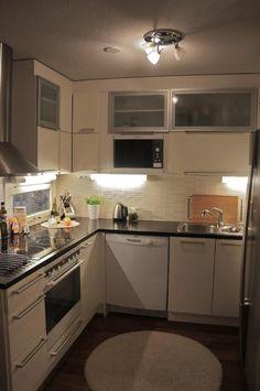 Musta keittiön taso