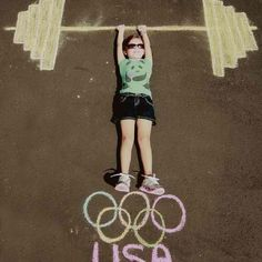 Olympic Weights in Sidewalk Chalk - fun photo idea! Kids Olympics, Summer Olympics, Photo Illusion, Summer Crafts, Crafts For Kids, Olympic Idea, Olympic Games Kids, Olympic Sports, Chalk Photography