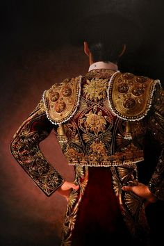 The Chaquetilla is the rigid jacket, with shoulder reinforcements, attached only at the upper shoulder to allow the free and unimpeded movement of the arms. Matador Costume, Spanish Costume, Ariana Grande Outfits, Mexico Art, Flamenco Dancers, Mexican Designs, Art Case, Fabulous Fabrics, Renaissance Art