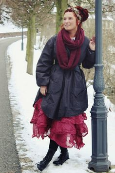 Nice combination of colours and style: a bit formal coat and festive red dress - Naturmoden Steffi Hacke: Schlösser und Burgen // Schloss Weesenstein