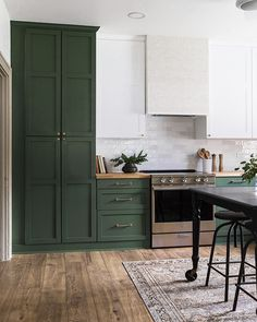 Home Interior Entrance pretty kitchen.Home Interior Entrance pretty kitchen Home Decor Kitchen, New Kitchen, Home Kitchens, Dark Green Kitchen, Green Kitchen Island, Sage Kitchen, Minimal Kitchen, Kitchen Paint, Kitchen Ideas