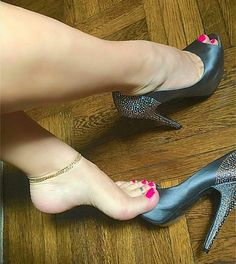 Image may contain: shoes Sexy Legs And Heels, Hot Heels, Sexy High Heels, Feet Soles, Women's Feet, Pies Sexy, Brian Atwood Shoes, Beautiful Toes, Cute Toes