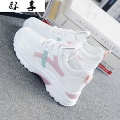 Trendy Shoes, Casual Shoes, Fashion Boots, Sneakers Fashion, Sneakers Mode, Ladies Sneakers, Shoes Sneakers, White Sneakers, Spring Fashion Casual