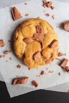 The Best Soft & Chewy Chocolate Chunk Cookies Ben's Cookies, Yummy Cookies, Yummy Treats, Sweet Treats, Kokos Desserts, Coconut Desserts, Köstliche Desserts, Delicious Desserts, Chewy Chocolate Cookies
