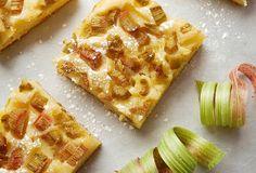Rebarborový koláč bezlepku upečete z hladké čirokové mouky. Waffles, Bread, Breakfast, Food, Morning Coffee, Brot, Essen, Waffle, Baking