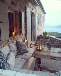 Inspiration: Outdoor Living Spaces for Hygge Home Interior Exterior, Exterior Design, Style At Home, Outdoor Rooms, Outdoor Seating, Outdoor Living Spaces, Outdoor Balcony, Outdoor Couch, Rustic Outdoor