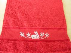 Serviette invité brodée main lapin au point de croix : Textiles et tapis par emilie-broderie / Alittlemarket.com