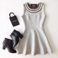 Vestido moletom boneca bordado look calor уличный стиль моды, платья e гард Party Fashion, Love Fashion, Girl Fashion, Fashion Looks, Womens Fashion, Simple Outfits, Casual Outfits, Cute Outfits, Style Casual