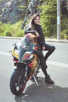 Teen nackt Asiatisches Baby Motorrad