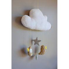 Mobile fait main, avec des oiseaux suspendus à un nuage... pour ...