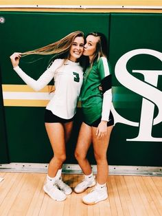 The Effective Pictures We Offer You About Volleyball Pictures playing A quality picture can tell you Photos Bff, Bff Pictures, Best Friend Pictures, Cute Photos, Bff Pics, Friend Pics, Funny Sports Pictures, Senior Photos, Beautiful Pictures
