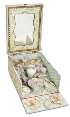 De Kleine Wereld Museum of Lier: 95 French Toilette Set for Bebe in Original Box with Maker's Signature