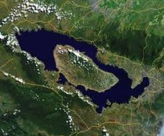 Há 74.000 anos atrás, o vulcão Toba, na ilha indonésia de Sumatra irrompeu com força catastrófica. Estima-se que tenha sido 5.000 vezes maior do que a erupção de 1980 do Monte de Santa Helena. Acredita-se ter sido o maior evento vulcânico da Terra nos últimos 2 milhões de anos.