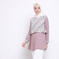 Batik Fashion, Fashion Sewing, Hijab Fashion, Fashion Dresses, Blouse Batik, Batik Dress, Batik Muslim, Blouse Tutorial, Big Size Fashion