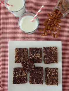 Υγιεινές μπάρες με αμύγδαλα και καρύδα, χωρίς ψήσιμο http://laxtaristessyntages.blogspot.gr/2014/10/healthy-bars-me-amygdala-kai-karida.html