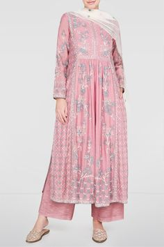 Shop from an exclusive range of luxurious wedding dresses & bridal wear by Anita Dongre. Bring home hand-embroidered wedding wear in colors inspired by nature. Buy now. Designer Party Wear Dresses, Kurti Designs Party Wear, Indian Designer Outfits, Anita Dongre, Indian Wedding Outfits, Pakistani Outfits, Wedding Dresses, Stylish Dress Designs, Stylish Dresses