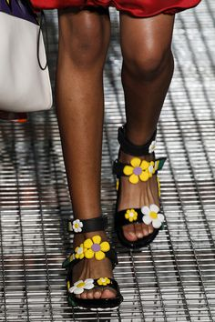 Prada Spring 2017 Menswear Accessories Photos - Vogue