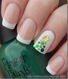 Sparkly Dotted Christmas Tree #nail #nails #nailart