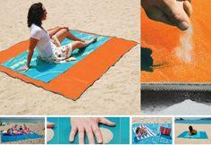 Пляжное покрывало которое пропускает песок- http://got.by/1g2el3  Покрывало изготовлено из двух слоев специальной полиуретановой сетки, которая моментально пропускает через себя песок, как только он на нее попадает.Покрывало также не впитывает влагу и устойчиво к прочим загрязнениям.