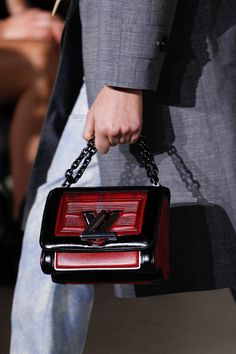 See detail photos for Louis Vuitton Fall 2017 Ready-to-Wear collection.