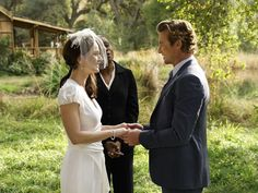 Patrick (Simon Baker)  and Teresa (Robin Tunney) tie the knot on 'The Mentalist.'