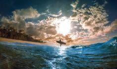 Siempre hace buen tiempo para seguir hacia adelante ------------- Fot.: JLopez #hawaii #oahu #turtlebay #nubes clouds #surfer #surfing #surf #surfstyle #mar #sea #playa #beach #arena #sand #oceano #ocean #olas #waves #cielo #sky #paisaje #seascape #atardecer #sunset #naturaleza #nature