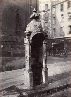Urinal stall, cast iron and masonry, rue du Faubourg Saint-Martin, Paris Xe. Circa 1875.