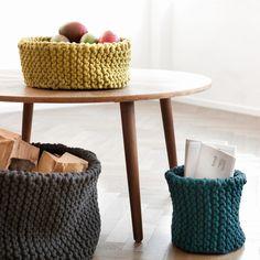 """Der moderne """"Knitted""""-Basket von ferm Living ist eine tolle Alternative für Früchteschalen, Papierkörbe oder Zeitschriftenhalter."""