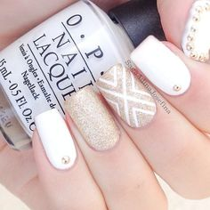 In search for some nail designs and ideas for your nails? Listed here is our list of 23 must-try coffin acrylic nails for trendy women. Gold Nail Art, Gold Nails, White Nails, Glitter Nails, Gold Manicure, Gold Art, Fabulous Nails, Gorgeous Nails, Fancy Nails