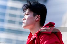 Young man looking up the sky#http://www.gettyimages.com/galleries/photographers/mamigibbs