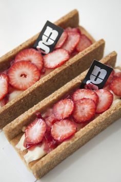 Guillaume Mabilleau, Raspberry, Strawberry, Modern Cakes, Macarons, Cake Shop, Just Desserts, Food Photo, Crisp