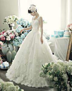 https://flic.kr/p/Bnnkx9 | Trouwjurken | Wedding Dress, Wedding Dress Lace, Wedding Dress Strapless | www.popo-shoes.nl