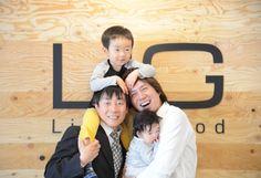 サイボウズの青野慶久社長(左)とLIGの岩上貴洋社長(右)、初の子連れ対談