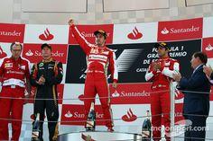 Het podium, Lotus F1 Team, tweede; Fernando Alonso, Ferrari, racewinnaar; Felipe Massa, Ferrari, derde