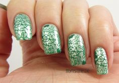 Green Floral Nails mit Kiss Me, Freddy (ESSENCE, Colour & Go Nail Polish)