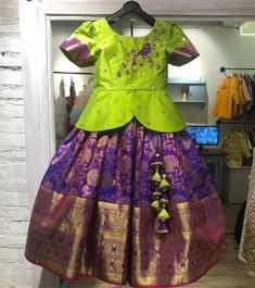 Kids Party Wear Dresses, Kids Dress Wear, Kids Gown, Dresses Kids Girl, Kids Wear, Kids Outfits, Baby Lehenga, Kids Lehenga, Girls Frock Design
