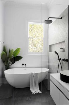 Black and White Bathroom Design . Black and White Bathroom Design . A Contrasting Black and White Bathroom Echoes the Floor Luxury Master Bathrooms, Bathroom Design Luxury, Bathroom Tile Designs, Amazing Bathrooms, Master Baths, White Bathrooms, Bathroom Ideas White, Small Bathrooms, Modern White Bathroom