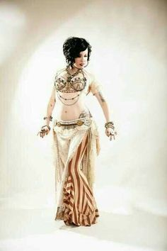 So who do I have to kill for this hair (well, and the body). Belly Dance Outfit, Belly Dance Costumes, Tribal Fusion, Costume Tribal, Rachel Brice, Dance Gear, Tribal Belly Dance, Dance Pictures, Belly Dancers