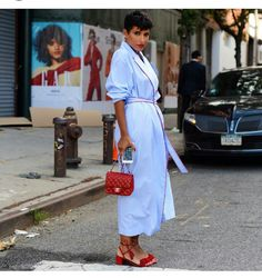 Princess Deena Aljuhani Abdulaziz of Vogue Arabia in a blue belted robe dress with red heels and bag at Proenza Schouler. European Street Style, Street Style Edgy, Street Chic, Modest Fashion, Fashion Outfits, City Outfits, Office Outfits, Women's Fashion, Streetwear
