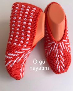 Baby Knitting Patterns, Knitting Designs, Crochet Patterns, Booties Crochet, Crochet Shoes, Knitted Slippers, Slipper Socks, Knit Baby Dress, Sunflower Tattoo Design