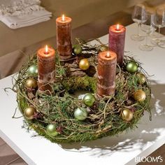 I'd take out all the little ornaments, but this is a great advent wreath Christmas Advent Wreath, Christmas Candle Decorations, Advent Candles, Christmas Arrangements, Christmas Candles, Christmas Crafts, Advent Wreaths, Table Decorations, Christmas Design