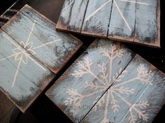 Painted Pallet Wood Snowflakes Just added my InLinkz link here: www.funkyjunkinte The post Painted Pallet Wood Snowflakes appeared first on Pallet Diy. Easy Projects, Wood Projects, Woodworking Projects, Craft Projects, Wood Snowflake, Snowflakes, Snowflake Template, Pallet Crafts, Wood Crafts