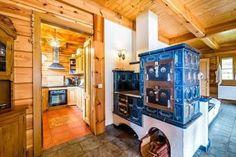 Kachľové pece a sporáky, ktoré sú dominantou vidieckych kuchýň Rocket Stoves, House Plans, Building, Snow, Furniture, Home Decor, Farm Cottage, Farmhouse, Decoration Home