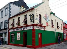 10 Pubs: The Traditional Irish Pub & Bar Crawl in Galway Scotland Travel, Ireland Travel, Great Places, Places To See, Galway Ireland, Pub Crawl, Irish Traditions, Republic Of Ireland, Emerald Isle