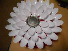 Plastic Spoon Flowers for the Garden - 2 Crochet Hooks Spoon Flower, Plastic Spoons, Upcycled Crafts, Crochet Hooks, Arts And Crafts, Crafty, Creative, Flowers, Kid Stuff