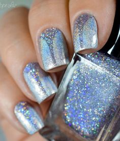 Wonderful looking glitter Purple nail art design. Make your nails look like they are more than ready to party with these glamorous glitters.