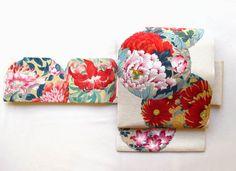 新作の帯のお知らせです☆ その名も「花丸紋」  まるで手描きのような染めの帯です。  さまざまな季節の花があしらわれていますので、 着用時期は...