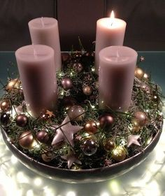 Floristmeister Gerlinde Gleisberg Floristik - Advent Christmas Advent Wreath, Pink Christmas Decorations, Christmas Arrangements, Christmas Table Settings, Christmas Mood, Christmas Centerpieces, Christmas Themes, Christmas Crafts, Holiday Decor