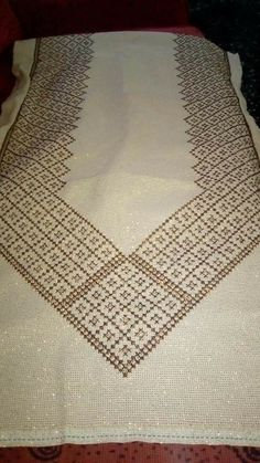 Cross Stitch Embroidery, Hand Embroidery, Embroidery Designs, Hobbies And Crafts, Diy And Crafts, Indian Embroidery, Crossstitch, Embroidery Ideas, Bedspreads