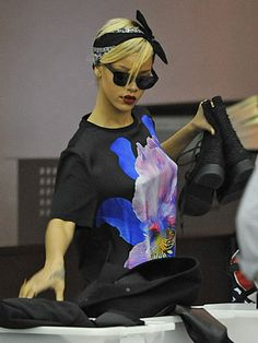#Rihanna nails her travel outfit with an artsy t-shirt, super dark lips, and a bandana to keep her locks in place. #springtrends #celebrity